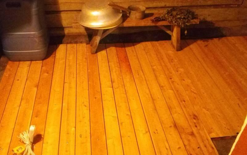 Пол в бане из лиственницы